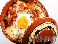 Вегетарианско гювече с гъби, картофи, домати и яйца